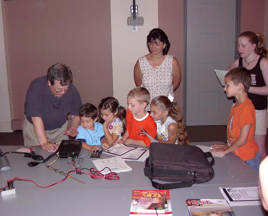 K1TH morse code demo at Plymouth Library